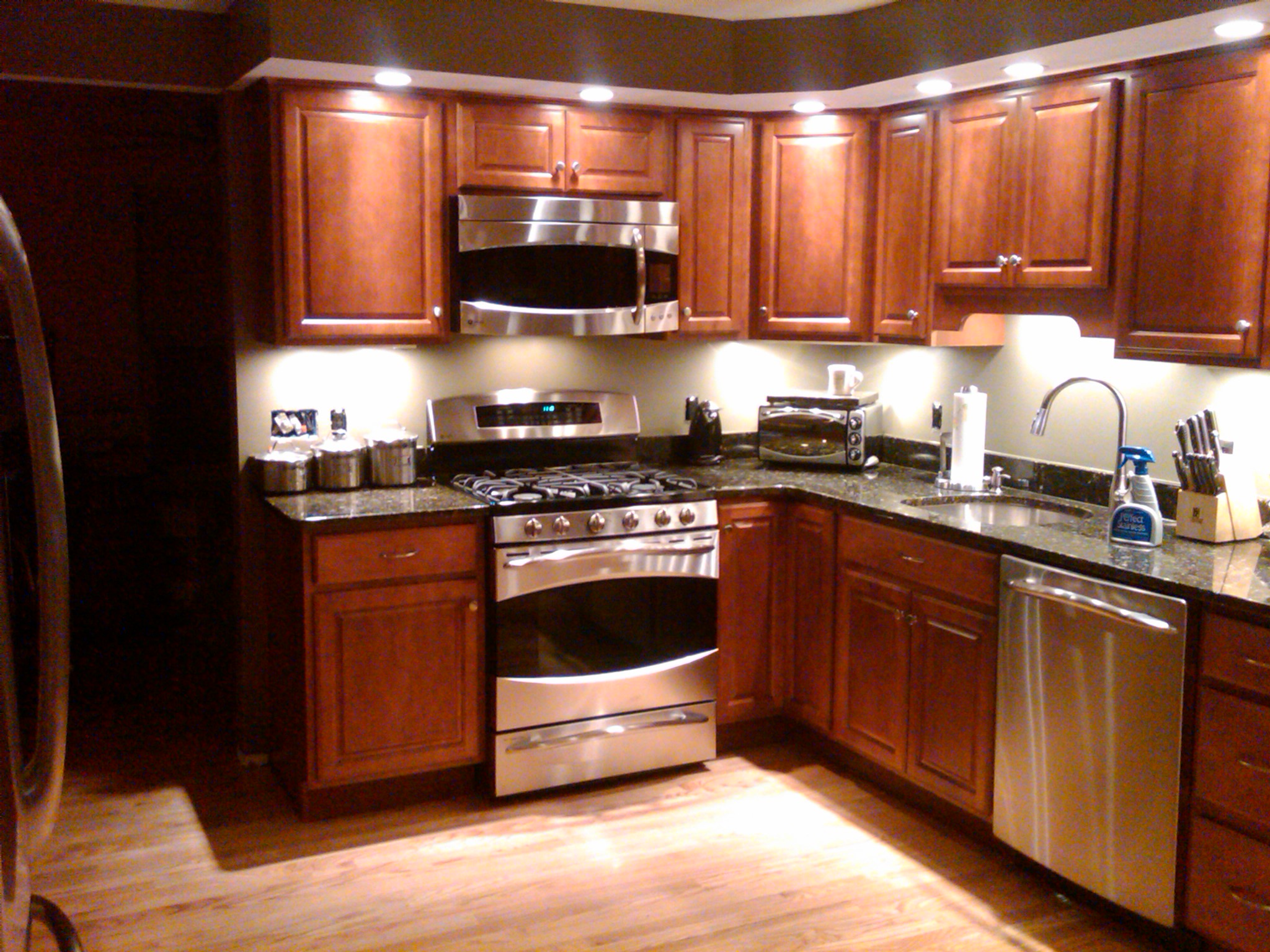 Recessed lights and undercabinet lights in a kitchen
